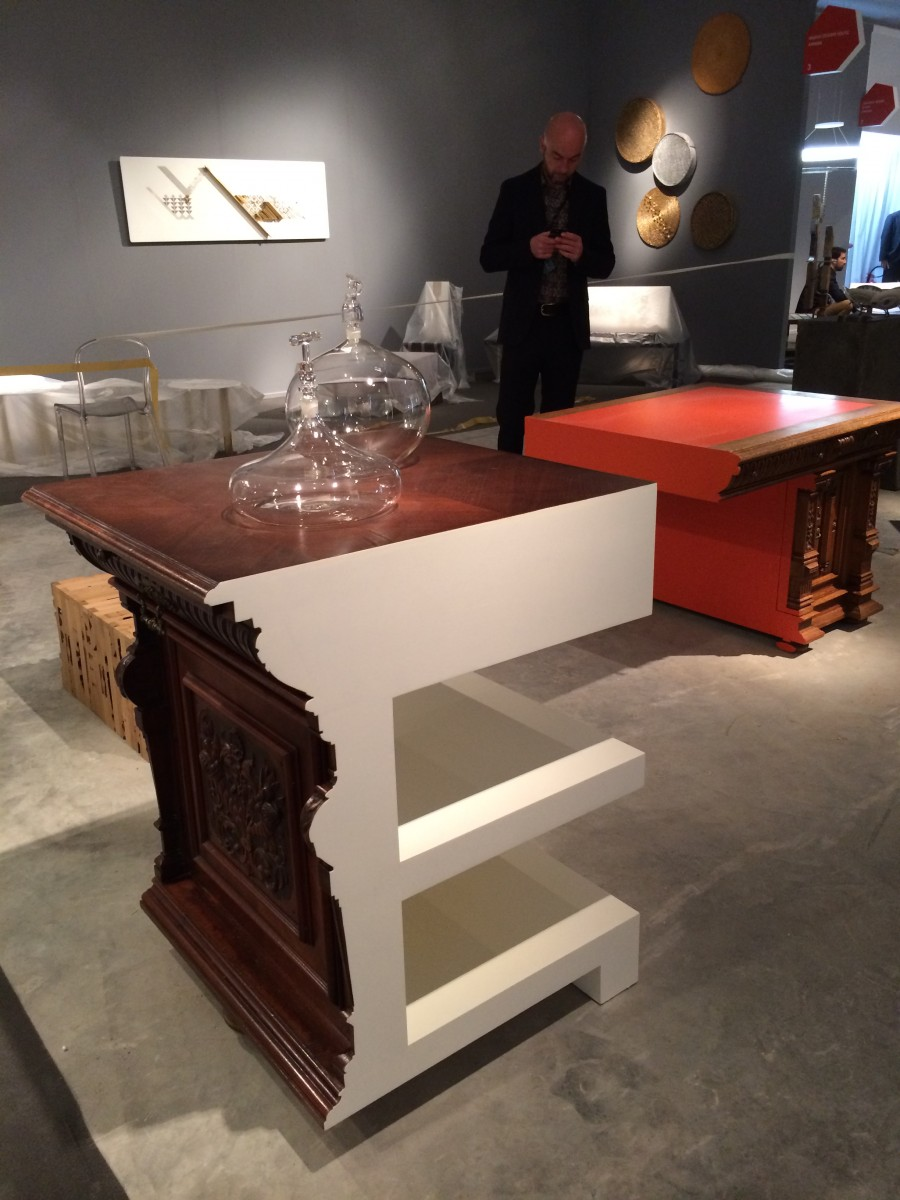 Cutted Desk by Studio Rolf.fr, Glass by Ellen Urselmann